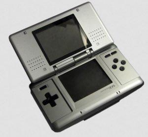 Mit diesem NintendoDS begann alles - vor über 11 Jahren. (Foto: Wikipedia)