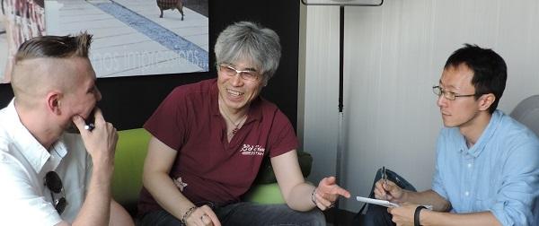 Unser Spielesnacks.de-Redakteur Torsten M. Roth im Plausch mit Kenji Kanno.