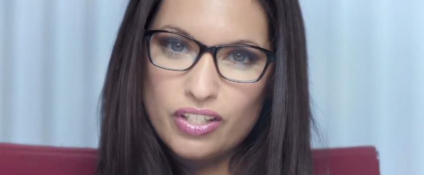 Was will dir wohl die attraktive Dame mit den vollen Lippen im neuen Sony-Werbespot verkaufen?