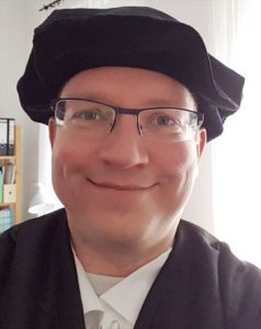 Tobias Schneider als Luther verkleidet - wie passend.